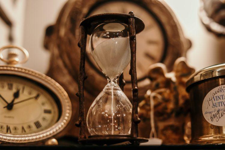 antique-classic-clock-1095601